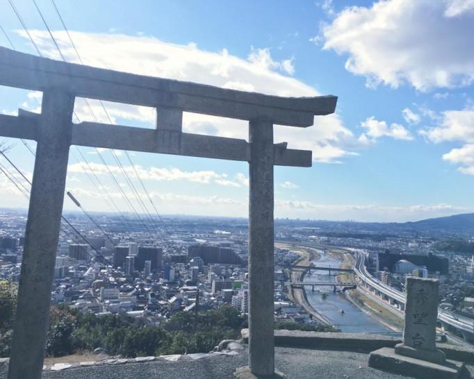 澄み切った景色! 五月山『秀望台』からの風景。伊丹空港や大阪方面はもちろん、海まで見えてるかも!?