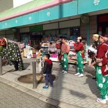 獅子舞が阪急池田駅前のブランマルシェのなかを練り歩く!