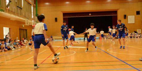 池田市内の小学校でガンバ大阪の選手たちと交流しました