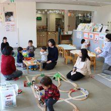 親子が一緒に遊んだり、ゆっくりと過ごせる地域子育て支援拠点「くるぽん」を取材しました