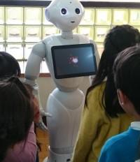 人型ロボットPepper(ペッパー)が池田市内の全小中学校にやってくる!