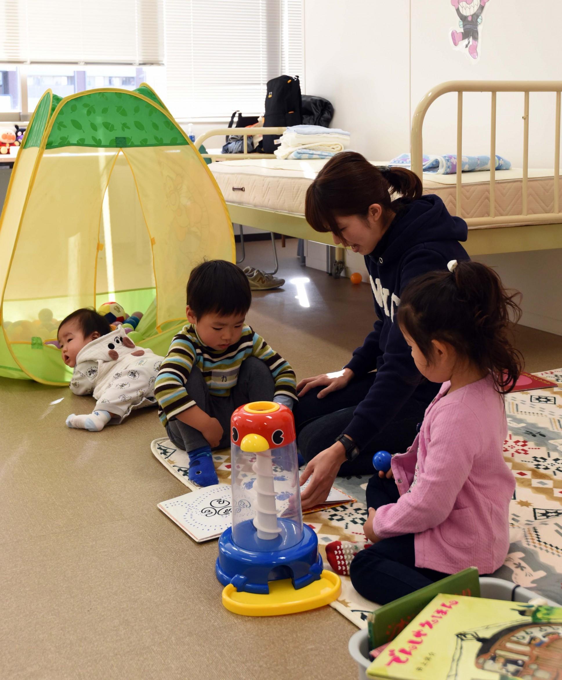 日本の産後ケアの第一人者、NPO法人マドレボニータの吉岡マコさんによる産後ケアのワークショップが池田で開催されました。
