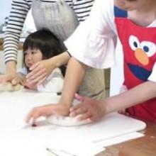 パン教室と、ベビーサインや勇気づけ育児の講座をされている、錦織さんをご紹介。